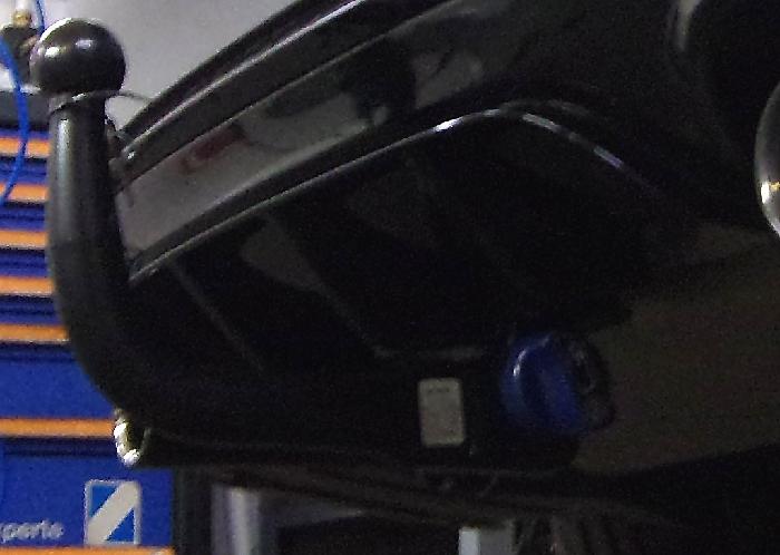 Anhängerkupplung BMW 2er F23 Cabrio, speziell M235i xDrive nur für Heckträgerbetrieb, Baureihe 2014-2016  vertikal